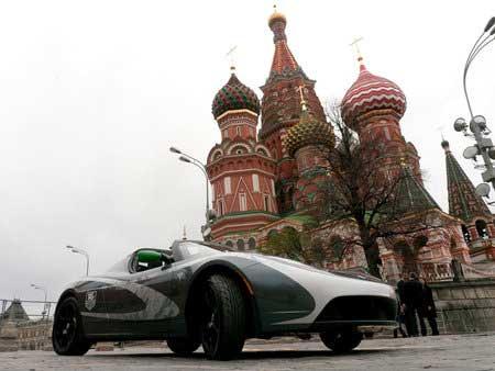 Электрокар Tesla Roadster совершил кругосветный пробег