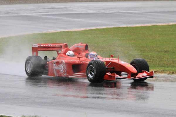 Ferrari построил трехместный болид