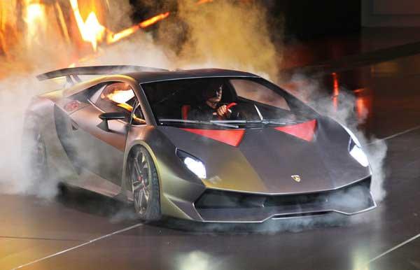 Lamborghini в Париже показала шестой элемент