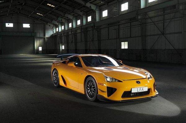 Lexus LFA стал героем Нюрбургринга